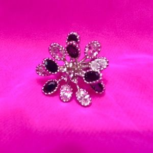 Large black and clear crytal flower ring 7